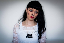 Autoportrait de Ludivine Leriche maquillée en Crazycatlady