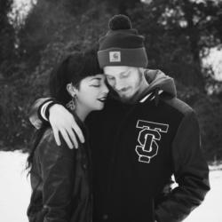 Photo de couple en noir et blanc mon copain Romain et moi