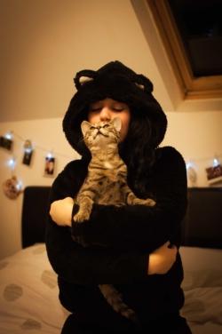 Autoportrait de mon chat Léon et moi