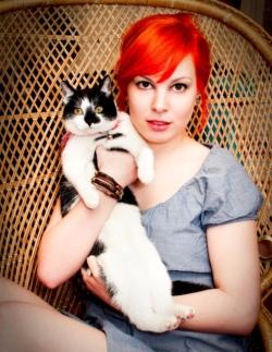 Shana et son chat Agrippine