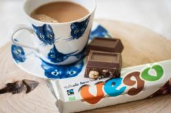 La barre chocolatée végane Végo avec un café